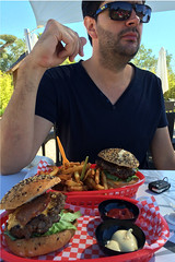 lunch (domit) Tags: ramatuelle shop statues foodtruck burgers france jay