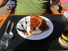 """Colonia del Sacramento: un """"budin de pan"""" (avec quelques morceaux de pommes) <a style=""""margin-left:10px; font-size:0.8em;"""" href=""""http://www.flickr.com/photos/127723101@N04/29623976571/"""" target=""""_blank"""">@flickr</a>"""