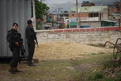 DSC_0175UPP Manguinhos Mandela Jacarezinho (Cecília Olliveira) Tags: riodejaneiro favela mandela polícia upp jacarezinho manguinhos bope batalhãodechoque ocupaçãomilitar batalhãodeoperaçõesespeciais