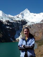 Yo con el Lago Tullpacocha 4250m y el Nevado Tullparaju 5787m