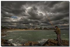 Un día de pesca (jojesari) Tags: juan sigma playa 1020 pesca suso cameraraw portonovo polarizador sanxenxo jojesari playadecanelas jujopama