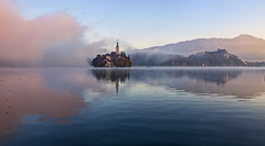 Blejsko jutro / Morning in Bled 2 (Union*) Tags: morning autumn lake alps castle fall church sunshine fog sunrise island early foggy upper slovenia alpine bled gorenjska jezero blejsko carniola