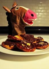 A la rica palmera! (Las fotos de Alazne) Tags: horse color colour animal canon caballo sweet chocolate enero cocina palmera domingo dulce chocolat azúcar g12 repostería