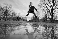 Jump* (Le***Refs *PHOTOGRAPHIE*) Tags: trees bw white black reflection nature water smile kids jump nikon nb reflet nimes enfant gard d90 jardindelafontaine 1024mm lerefs