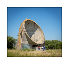 Sound Mirror, (Lade Pits) Romney Marsh, Dungeness, Kent, England. (Joseph O'Malley64) Tags: soundmirrors acousticmirrors parabolicdishes reinforcedconcretestructures earlywarning listeningdevices defence antiaircraft defenceoftherealm firstworldwar secondworldwar topsecret advancedengineering microphone concrete concretecancer frostdamage decay disrepair neglect abandoned rspb royalsocietyfortheprotectionofbirds inauguralopenday gravelpits marshland visitors trees leisure summertime maddogsandenglishmengooutinthemiddaysun ladepits romneymarsh dungeness kent england people scale