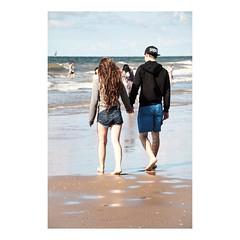 Les pieds dans l'eau (tifanm_laurent) Tags: elleetlui thenetherlands nederland paysbas hollande sable littoral rivage beach plage lovers love amoureux couple