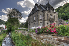 Mont Dore, Auvergne (Bruno MATHIOT) Tags: hdr photomatix auvergne france french tonemapping main leve ultragrandangle wideangle maison house batiment architecture rgion 10mm 1020mm eos canon 650d sigma
