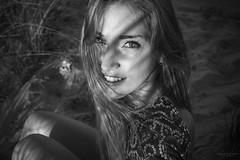 La sonrisa iluminada (Soledad Bezanilla) Tags: sonrisa smile iluminada illuminated portrait fotografia photography soledadbezanilla canoneos7d luz light arte art naturaleza nature instantes momentos