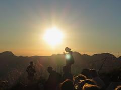 Stanserhorn 26.8.2016 (Priska B.) Tags: stanserhorn stans nidwalden berg horn gipfel cabrio bahn seilbahn luftseilbahn sonnenuntergang kraftort felsen schweiz switzerland swiss svizzera innerschweiz unterwalden ch sonne gegenlicht menschen pilatus