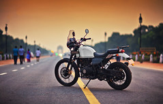Himalayan Diaries (The Canon Fanboy) Tags: royalenfield himalayan india delhi canon beyondbokeh bokehlicious bokehgram photography explore sunrise goldenglow dawn white green colors