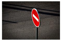 Ombres interdites (Gabi Monnier) Tags: france canon rouge flickr noir jour provence printemps panneaux aubagne interdit exterieur canoneos600d gabimonnier