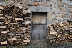(aka Jon Spence) Tags: door wood old spain village pueblo cantabria barcenamayor
