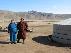 Mongolians in south of Mongolia (mbphillips) Tags: nomad モンゴル 몽골 蒙古 asia アジア 아시아 亚洲 亞洲 mbphillips canonixus400 together two people gente 人 사람들 geotagged photojournalism photojournalist smile 가족 familia family famille familie 家庭 家族 mongolia 몽골리아 mongolie