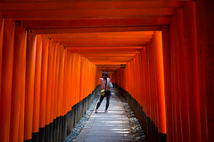 The Photographer (J.R.Photography) Tags: red mountain japan canon kyoto shrine inari gates tunnel fox torii fushimi  1635mm senbon  5d3