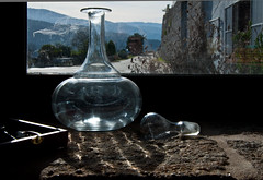 Ventana en Galicia (Jorge Rodriguez) Tags: espaa luz ventana galicia reflejo bodegas frasco creciente mfcc crecente valtea ventanagaliciafrasco