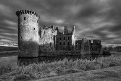 CAERLAVEROCK CASTLE, CAERLAVEROCK, DUMFRIESSHIRE, SCOTLAND. (ZACERIN) Tags: castle triangular digitalcameraclub castle family scottish scotland maxwell moated 2013 caerlaverock triangular dumfriesshire caerlaverock castle