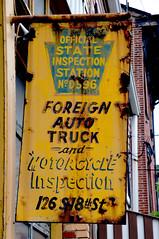 Kurts, Pittsburgh, PA (AlainC3) Tags: ads advertising publcit nikon d90 jaune yellow garage sign paintedsign publicitpeinte