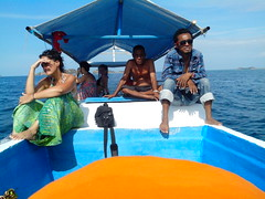 Riung (christbt) Tags: riung 17islands boattrip islandhopping blue sea mar azul barca isla gente sol calor relax indonesia flores rino