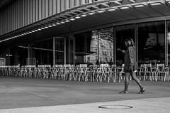 IMG_9537 (Lens a Lot) Tags: paris | 2016 carl zeiss jena tessar red t 50mm f28 q1 1954 12 blades iris m42 f8 black white street photo graphy depth field city life vintage german germany ddr east classic rare prime fixed manual lens noir et blanc monochrome extrieur bordure architecture arche colonne porte