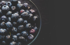 hello darkness my old friend - 265/366 (auntneecey) Tags: hellodarknessmyoldfriend blueberries tabletop fruit fresh produce 366the2016edition 3662016 day265366 21sep16