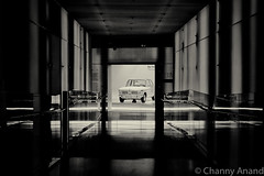 BMW Museum, Munich (Channz) Tags: munich bmw bmwmuseum mnchen germany bavaria cars gears gearhead petrolhead classic classiccar museum legend black monochrome blackandwhite corridor leading white reflection canon 70d 24105 25105mm lseries lglass apsc canoncameras dslr