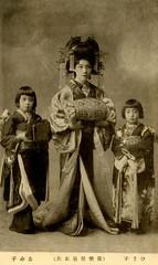 Satogiku-dayuu 1910s (Blue Ruin 1) Tags: japan japanese kyoto postcard kimono obi kimiko hisako shimabara kanzashi oiran tayu tayuu taishou taishoperiod kamuro japanesecourtesan childattendants satogikudayuu