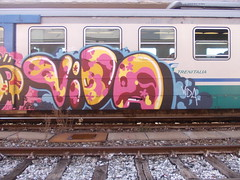 Immagine 442 (en-ri) Tags: train writing torino graffiti rosa giallo vida albedo fiorellini