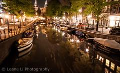 Amsterdam-canal nuit (LeaneISwitch) Tags: holland amsterdam paysbas reflectionwater amsterdamcanal longexposurephotography amsterdamstreet amsterdambridge amsterdamnight amsterdamhdr europeancanal reflectioncanal dutchriver canalnightlongexposure canallongueexposition amsterdamnuit boatsofcanal