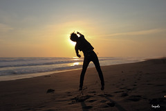 Freezing Silhouette (Impols) Tags: sunset siluet silhoutte pantai lansdscape