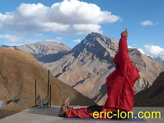Eric Lon yoga at Demul (7) (Eric Lon) Tags: india cold yoga energy dynamic tibet heat practice souffle himalaya breathe froid warming spiti breathing inde tibetain himalayen chaleur activate respiration ericlon rechauffer demul acriver