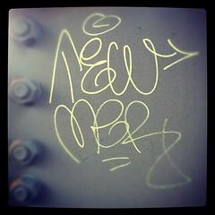 TEWMER (billy craven) Tags: chicago graffiti sticker handstyles slaptag 2mer uploaded:by=instagram tewmer