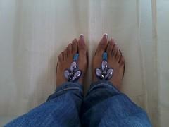 Natural street style size 10 (longtoenailz4eva) Tags: street long jeans thongs toenails