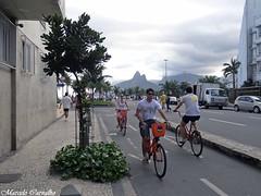 Pedalando (FM Carvalho) Tags: brazil bike bicycle rio brasil riodejaneiro sony cybershot bicicleta morro sonycybershot ipanema brésil dois irmãos morrodoisirmãos pedalando laranjinha hx9v sonyhx9v