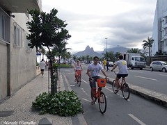 Pedalando (FM Carvalho) Tags: brazil bike bicycle rio brasil riodejaneiro sony cybershot bicicleta morro sonycybershot ipanema brsil dois irmos morrodoisirmos pedalando laranjinha hx9v sonyhx9v