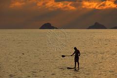 Stand up paddle (adelaidephotos) Tags: sunset sea summer brazil praia beach rio brasil riodejaneiro islands mar dusk prdosol vero sup paddlesurf arpoador entardecer ilhas standuppaddle mariaadelaidesilva