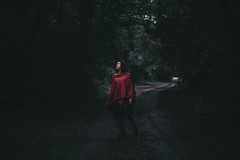 Camino de Sombras (JavierAndrs) Tags: chica girl mujer woman retrato portrait mirada look ojos eyes piel skin soft suave rojo red ropa clothes manto mantle cloak color pelo hair bosque forest camino road lluvioso rainy fro cold jven young verde green nature naturaleza bokeh glow destello dof pdc labios lips silencio silence mood moody atmsfera atmosphere ethereal eterea quince quinceaera fifteen crdoba argentina 14 f14 nikon nikkor d800 50mm sanambrosio profundidaddecampo depthoffield rboles trees oscuro dark oscuridad darkness