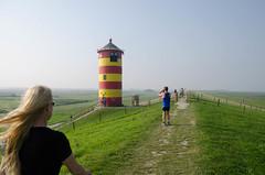 Die Attraktion (informatikvs) Tags: deich ostfriesland leuchtturm sehenswrdigkeit