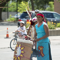 Performer at Open Streets Northeast (Fibonacci Blue) Tags: minnesota lake lakestreet open street bicycling skating event fair drummer costume mpls minneapolis openstreetsminneapolis openstreetsmpls woman women