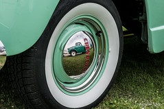 Green atmosphere (ericbaygon) Tags: flanc blanc wheels tire chevy chevrolet american amricaine pickup vert green reflet reflection d300s nikon dx nikonpassion apache