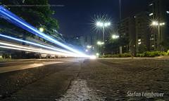 Traffic lights (Stefan Lambauer) Tags: santos citylights street traffic speed cars tráfego pontadapraia brasil avenue lights noturna night avenida asfalto faixa stefanlambauer