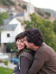 Risas y confidencias (aidafis) Tags: vertical pareja amor abrazo magia enamorados sonrisas 2011 confidencias olympuse520 aidafis
