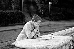 Notizie all'aperto - Outdoor news (MaOrI1563) Tags: bw florence bn tuscany photowalk firenze toscana 2012 notizia giornale notizie photowalk2012