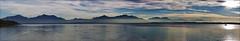Chiemsee-Berge (Helmut Reichelt) Tags: leica panorama germany deutschland bavaria see abend wasser herbst oberbayern chiemsee m9 leicateleelmaritm90mmf28ii colorefexpro4