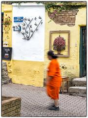 Colorful stroll (PvRFotografie) Tags: street brazil people brasil sopaulo streetphotography straat mensen embu brazili steetphotography straatfotografie fujix10 fujifinepixx10