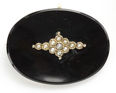 1061. Vintage Gold, Onyx, and Seed Pearl Brooch Slide