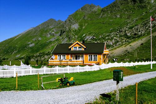 norway_79 [orange house and green lawnmower]