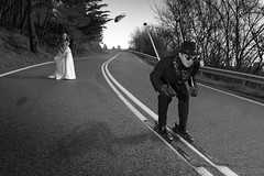 tribute to Rodney Smith (I) (Kike B) Tags: wedding bw david byn carretera kike boda smith marta gafas skis abel bufanda slalom navarra zapato homenaje descenso nafarroa kikeb zapatazo tributoarodneysmith lasgafasdeatxu