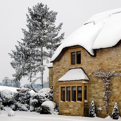 Cottage in the Cotswolds (Andrew Lockie) Tags: winter england snow cottage gloucestershire thatched chipping cotswold campden
