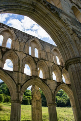Rievaulx Abbey (20160731_9) (Graham Dash) Tags: rievaulx northyorkshire yorkshire rievaulxabbey abbeys ruins englishheritage architecture gothicarchitecture cistercians cistercianabbeys