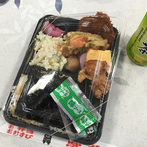 お昼はここのノリ弁。
